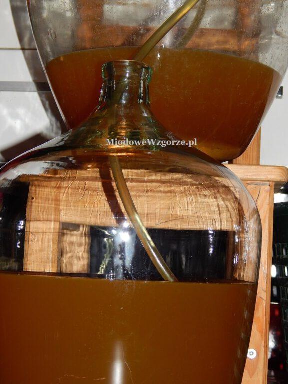 2 gąsiory zlewanie miodu pitnego