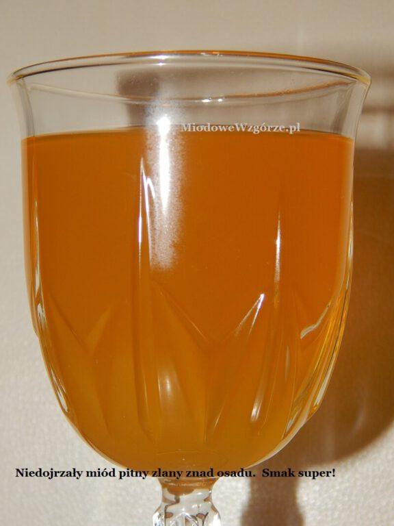 Piękny kolor i rewelacyjny smak niedojrzałego miodu pitnego
